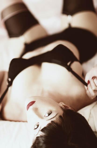 Un filmino porno casalingo italiano assolutamente da vedere in cui una mogliettina si allarga per bene il buco del culo con un dildo prima di.